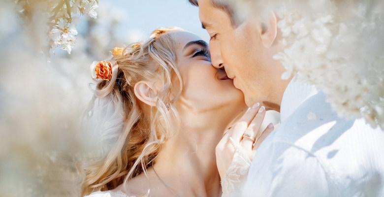 Конкурс поцелуев на свадьбе для жениха и невесты — как провести весело и  оригинально?