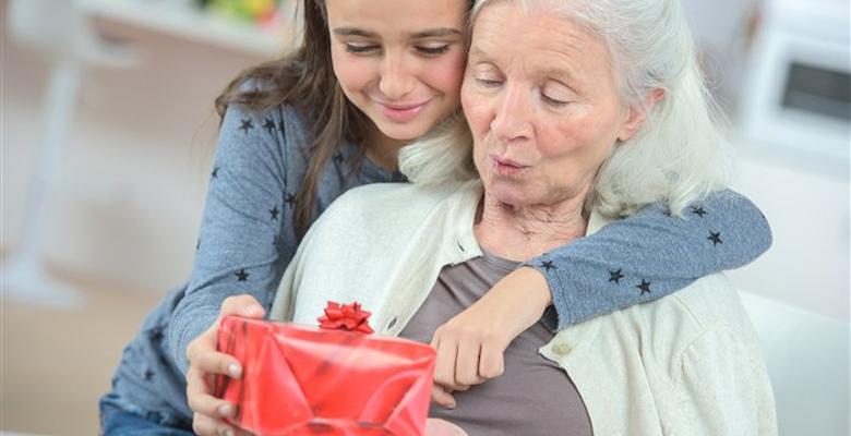 Подарок мужчине на 50-ий юбилей в 2019: что дарить и не дарить на 50 лет