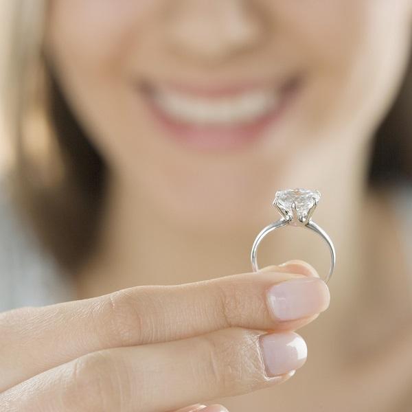 можно ли надевать не свое обручальное кольцо
