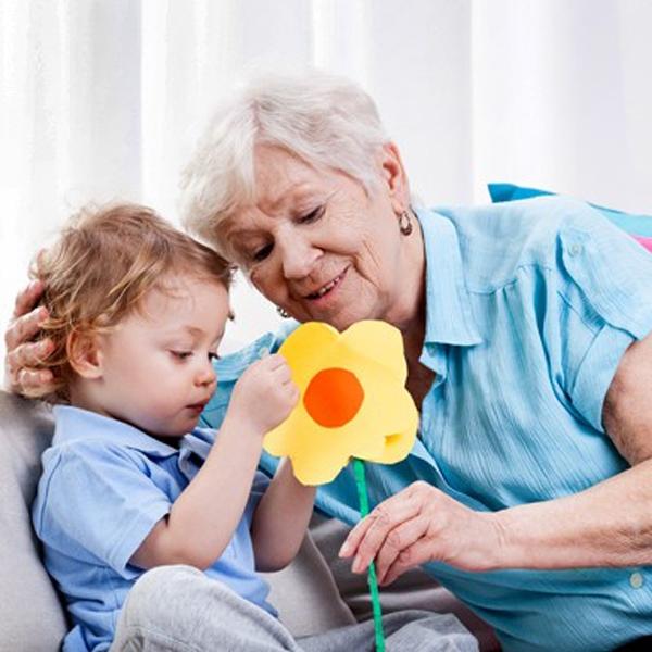 цветок из бумаги для бабушки