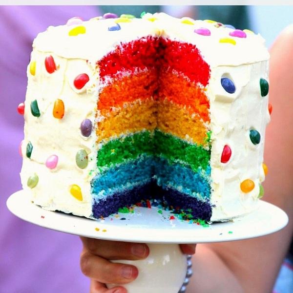 торт с цветными коржами