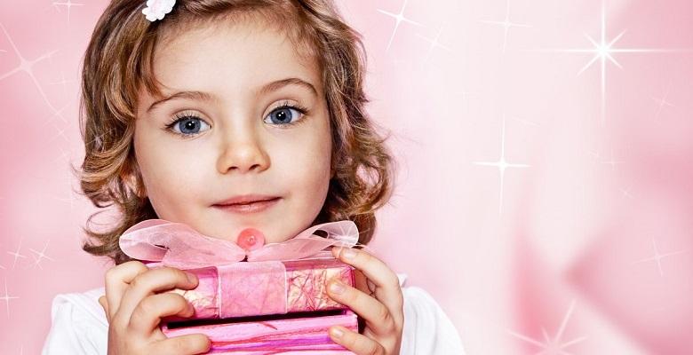 Как красиво преподнести подарок дочери