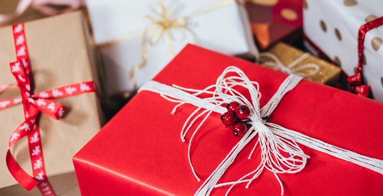 Подарки для женщин на день рождения: выбираем лучший