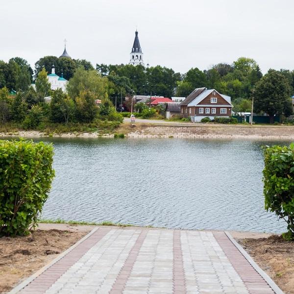на берегу реки в Александрове