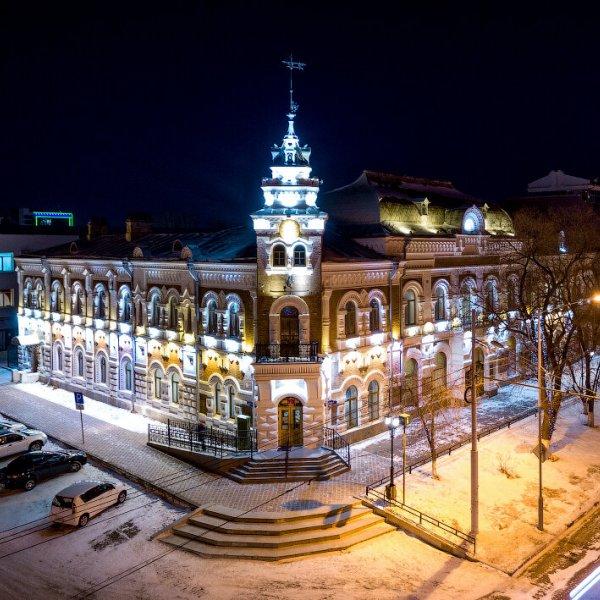 красивый музей с подсветкой